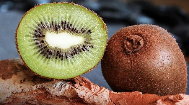 can dogs eat kiwi